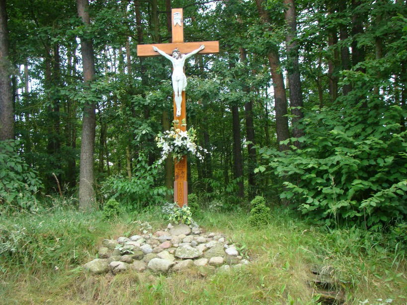 Krzyż drewniany na Łysej Polanie